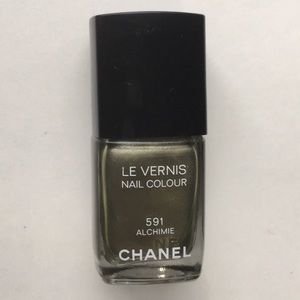 Chanel green gold nail lacquer